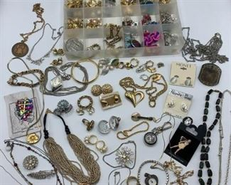 Lot of Costume Jewelry https://ctbids.com/#!/description/share/331167