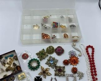 Collection of Costume Jewelry https://ctbids.com/#!/description/share/331170