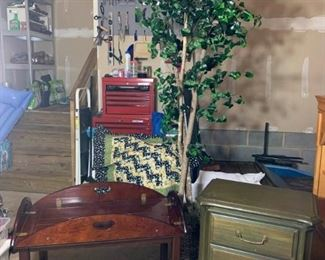 Bombay Coffe Table, End Table, Artificial Tree https://ctbids.com/#!/description/share/331181