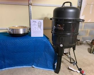 MasterBuilt 7 in 1 Smoker Gas and Charcoal Grill https://ctbids.com/#!/description/share/331184
