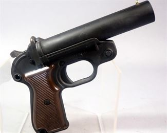 Geco 26.5mm Signal Pistol/Flare Gun, Never Used, With Cleaning Rod, In Carrying Pouch With Shoulder Strap
