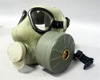 "US Military Field Protective Mask (Gas Mask) Marked ""Lot NY-11016-8532"", With Canvas Carrying Case"