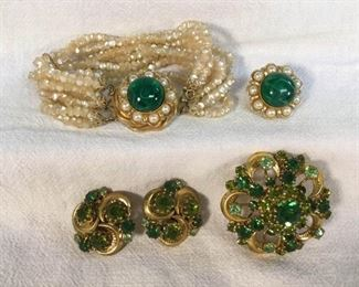 Austria Green & Gold Toned Jewelry Accessocraft Vintage 5 Pc https://ctbids.com/#!/description/share/328603