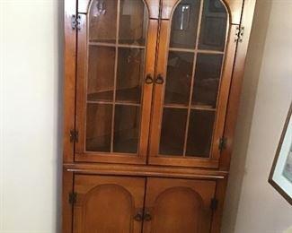 Corner cabinet very nifty !