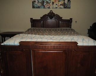 Antique Walnut Full Size Bed with Head and Foot Board with Wood Side Rails. 56W x 80L x 57H. Very Good Condition!