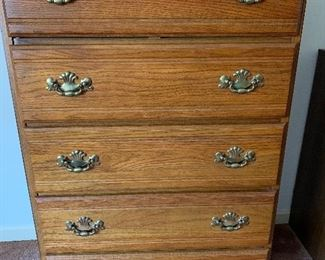 Early American style oak chest of drawers
