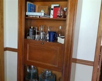 Bar serving cabinet