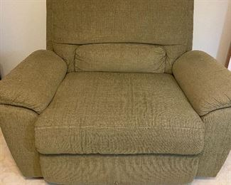 Wide lift chair