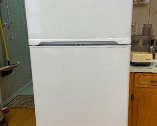 LG LTC22350SW Refrigerator Capacity: 16.1 Cu. Ft. Freezer Capacity: 6 Cu. Ft. Total Capacity: 22.1 Cu. Ft. Width: 32 7/8 Inch Depth: 31 3/4 Inch Height: 67 1/2 Inch No. of Shelves: 4