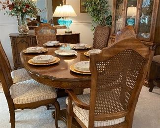 Immaculate vintage dining table with extension and 8 chairs