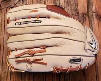 Nike softball mitt