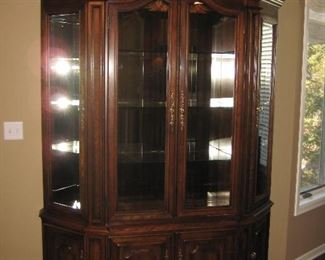 China Lighted Cabinet