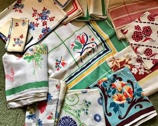 Vintage Linen Tablecloths W/Napkins