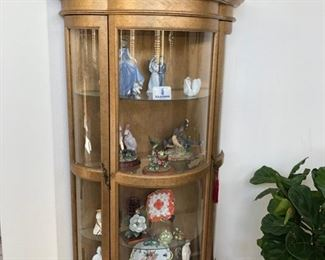 Curio cabinet Curved glass Gilded