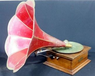 Standard Talking Machine Co Style X Phonograph Player With Flower Horn