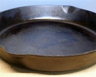 Lodge Cast Iron Skillet No. 14 With Heat Ring