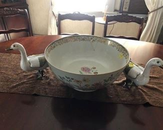 "19th C. Large Chinese Porcelain CANTON Famille Rose ROUND Punch Bowl 14.75"" diam"