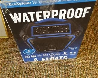 Wireless water proof Speakers  with floats