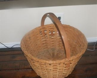 VINTAGE SPLIT OAK BASKET.