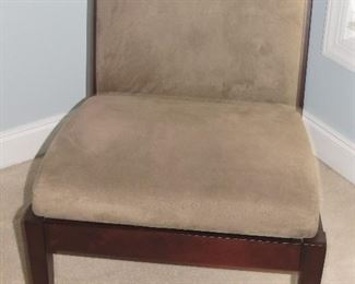CRATE AND BARREL ACCENT CHAIR.