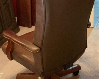Tufted Leather Executive Chair44x27x25inHxWxD