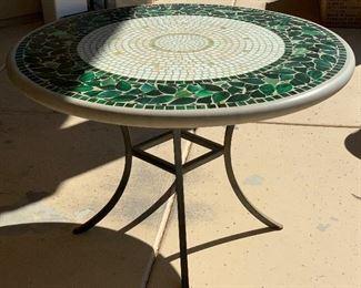 Leaf Tile Mosaic Patio Table30in H x 48in DiamterHxWxD