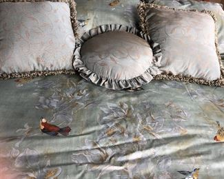 Reversible Audubon comforter with7 pillows and bed