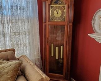 WORKING GRANDFATHER CLOCK WITH 3 SETS OF CHIMES (GERMAN 1974)