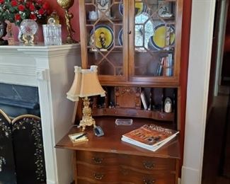 VINTAGE GOVERNOR WINTHROP SECRETARY BOOKCASE