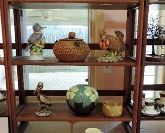 DECOR AND ANIMAL FIGURINES