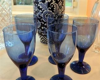 BLUE GLASS WINE GLASSES