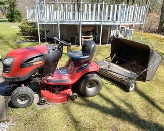 """Craftsman YT3000 21HP 42"""" tractor with matching bagger attachment $550"""