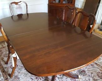 Dining Room Table 2 leaves 6 chairs
