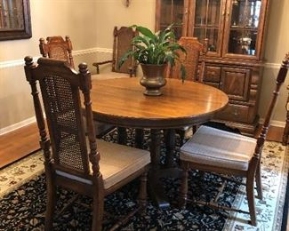 Dining Table w 6 Chairs and 2 Leaves