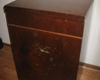 Montgomery Ward Streamliner sewing machine model 30, cabinet and storage stool in one