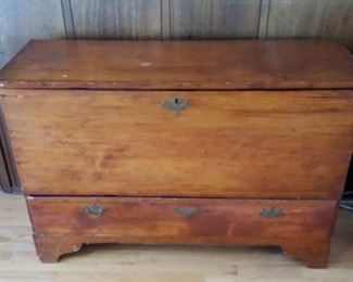 Vintage blanket chest w/ drawer