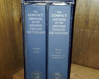 The Compact Edition of the Oxford English Dictionary 2 Vol. Set incl. Magnifier