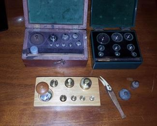 Scale Weights in Wood Box Will Corporation and Ainsworth & Sons weights