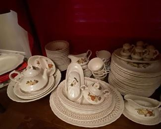 Early 1900s dishes in like new condition