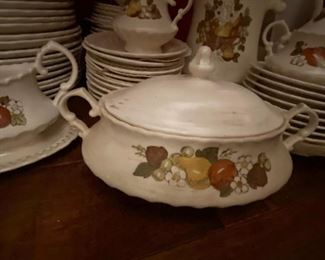 Dishes from the 1900s in perfect condition