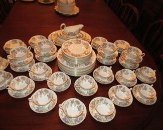 Large Wedgwood china set, Lichfield pattern