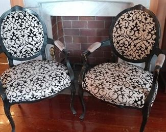Black and white chairs (4)