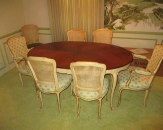 Kindel dining room set, includes oval table, 3 leaves and eight chairs, all in excellent condition