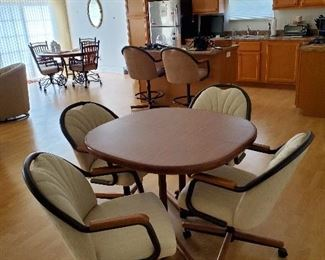 Chromcraft Kitchen table, 1 leaf & 4 roller chairs