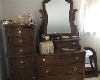 Nice oak dresser with mirror