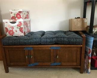 Little storage bench
