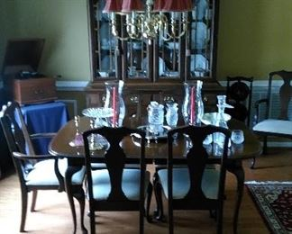 Queen Anne dining table with six chairs (2 captain and 4 side)