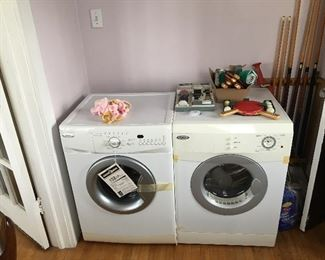 Brand new washer and dryer Can be stacked