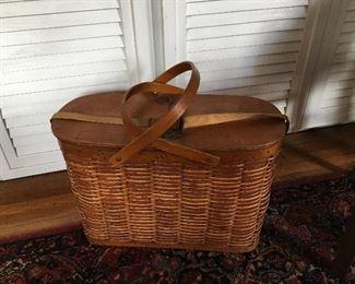 Hawkeye picnic basket cooler