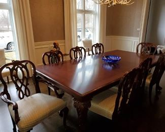 Karges,  Dining Room Table, 8 Chairs, 3 leaves & Custom pads. 1 leaf in photo taken. Excellent condition